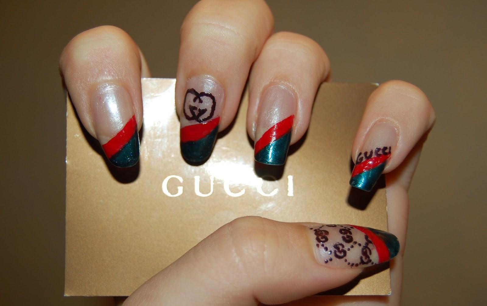 gucci nails. la seconda nail art che vi propongo è ispirata a gucci, quindi i colori sono il classico rosso \u0026 verde accompagnato dal beige di base e dettagli in gucci nails