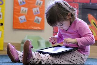 Bermain Gadget Berlebihan Dapat Berdampak Buruk bagi Anak