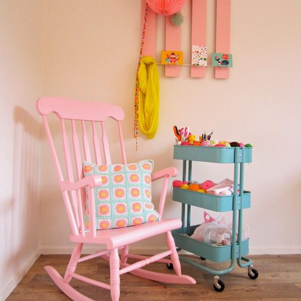 http://2.bp.blogspot.com/-vxU9AD1QVUQ/U3xfEBcWzXI/AAAAAAAADLw/Osu46SGnwa4/s1600/Color'nCream-PastelCrochetCushion3.jpg