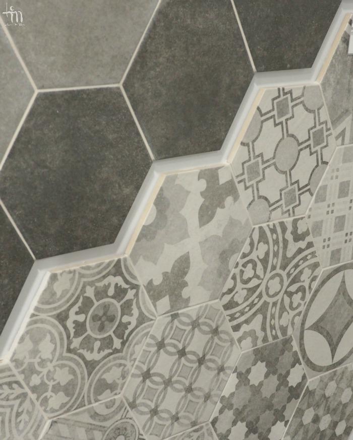harmaat ja kuviolliset lattialaatat