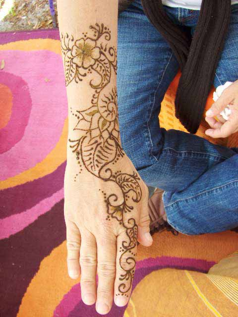Although we have already sent some material on henna designs this post is a