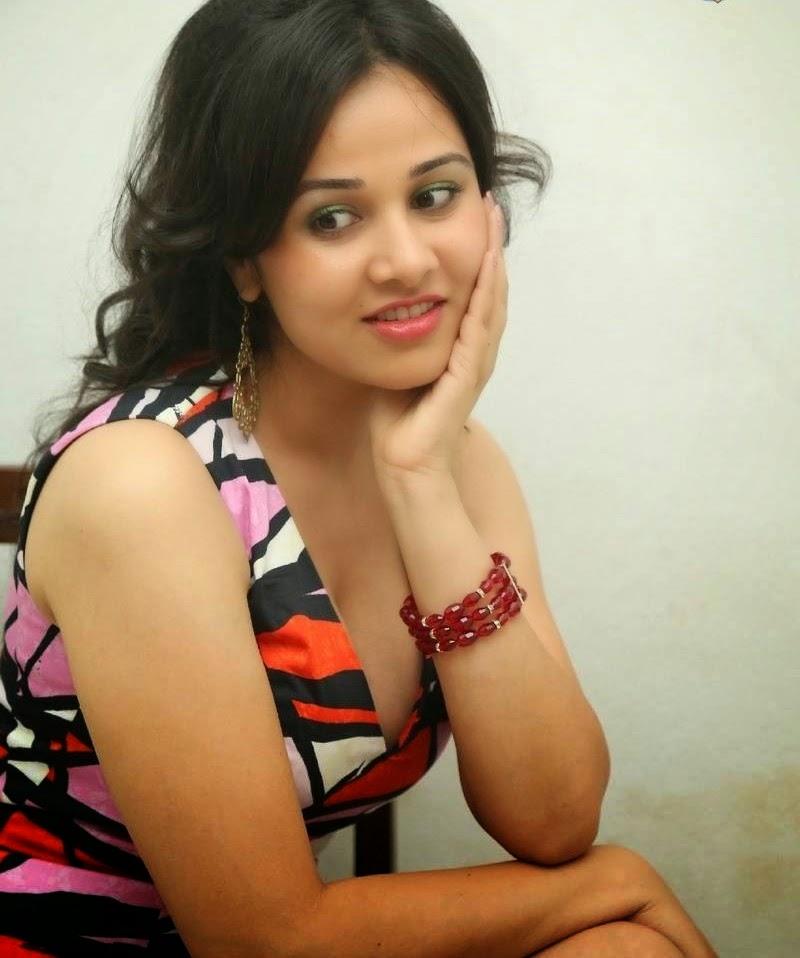 Criminals movie heroine Priyanka Kothari hot navel spicy photos