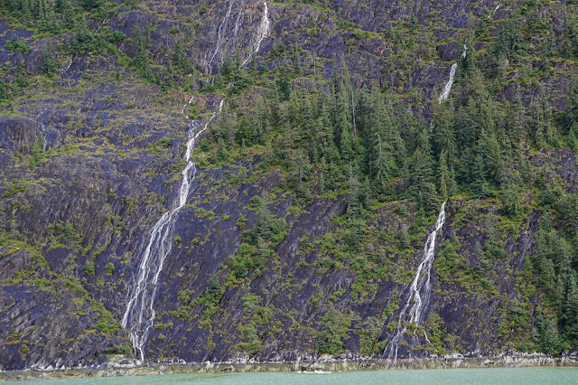 alaska-waterfalls-travel-the-east