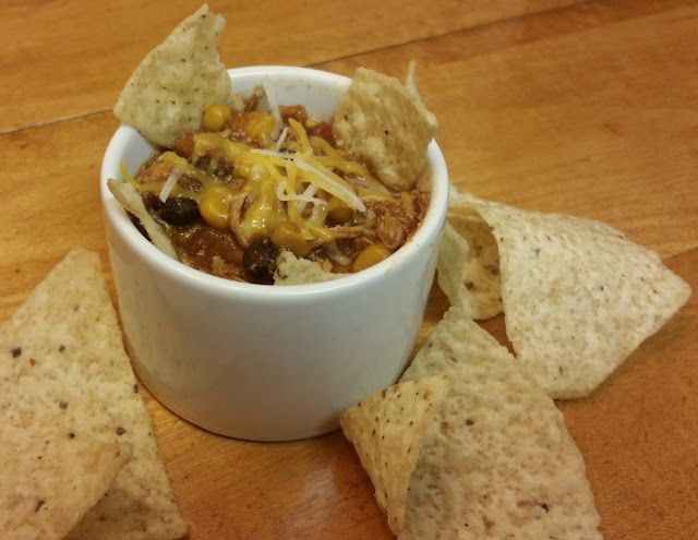 Easy crock pot chicken chili, with taco flavors and corn and beans. A great #healthy #weeknight dinner.