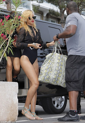 Rihanna la shopping in chiloti