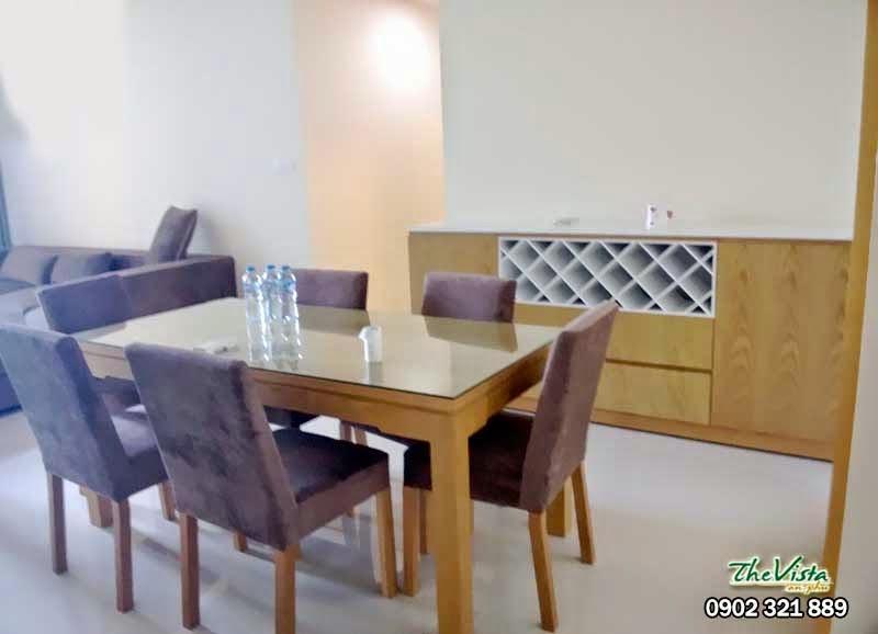 bàn ăn tại phòng khách the vista quận 2