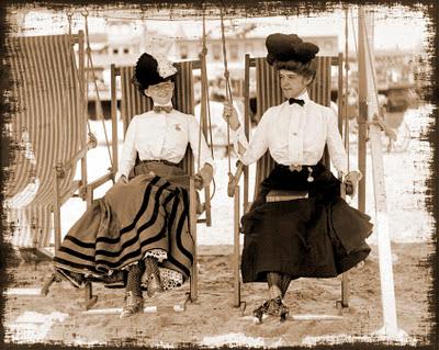 imagen vintage damas de época en la playa