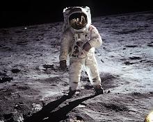 Neil Alden Armstrong. Apolo XI. Superficie lunar. 21 de julio de 1969