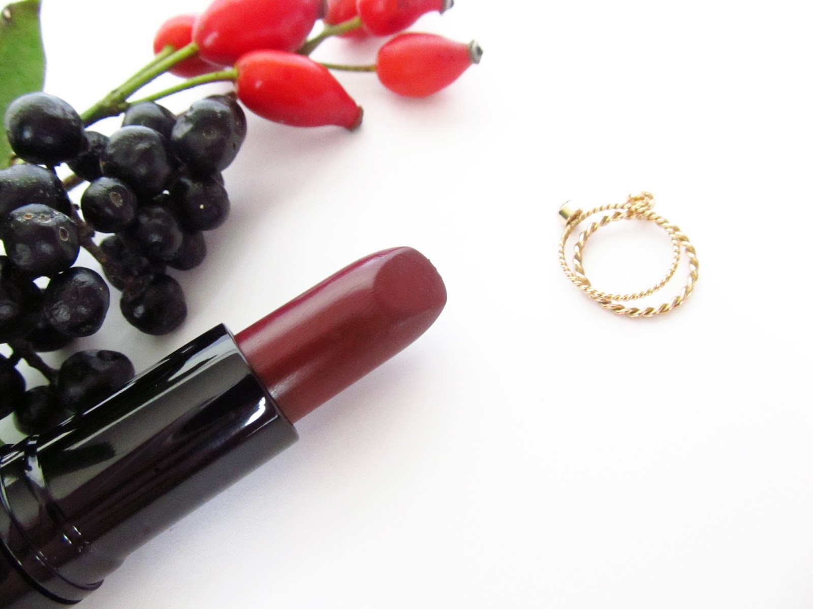 course Fall lipstick shades are totally up to your own personal taste Here s just a magical bunch of suggestions in several price categories