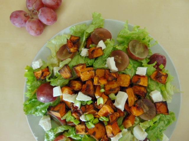 Salade Automnale - Butternut rôtie, feta & raisins // fall salad - roasted squash grapes