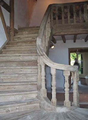 Beautifully sculpted stairway by Antiek Amber, as seen on linenandlavender.net