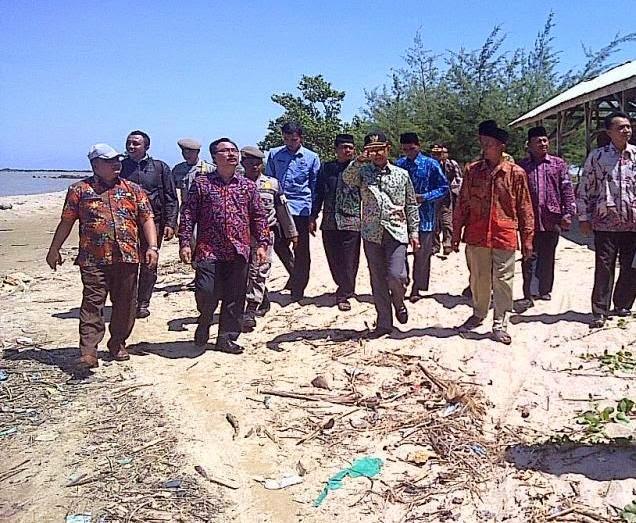 Bupati Pamekasan Kaget Terhadap Kondisi Pantai Jumiang
