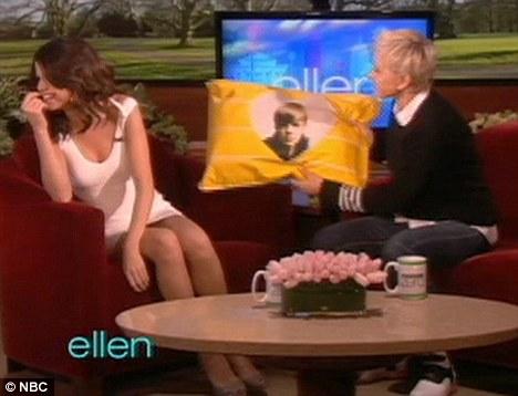 Justin Bieber Upside Down Peace Sign. Bieber Selena responded: