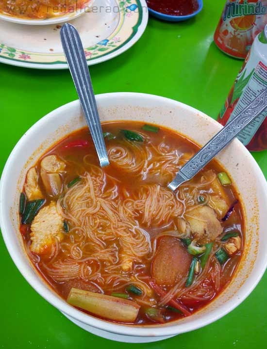 Food lover, foodgasm, Tom Yum,  Malaysian Cuisine, Malaysian Food, Best food in Malaysia, Travel to Malaysia, What to eat in Malaysia, Chicken Fried Mee, Mee, Mee hoon, Food bloggers in Pakistan, tofu, Yee Mee, Laksa