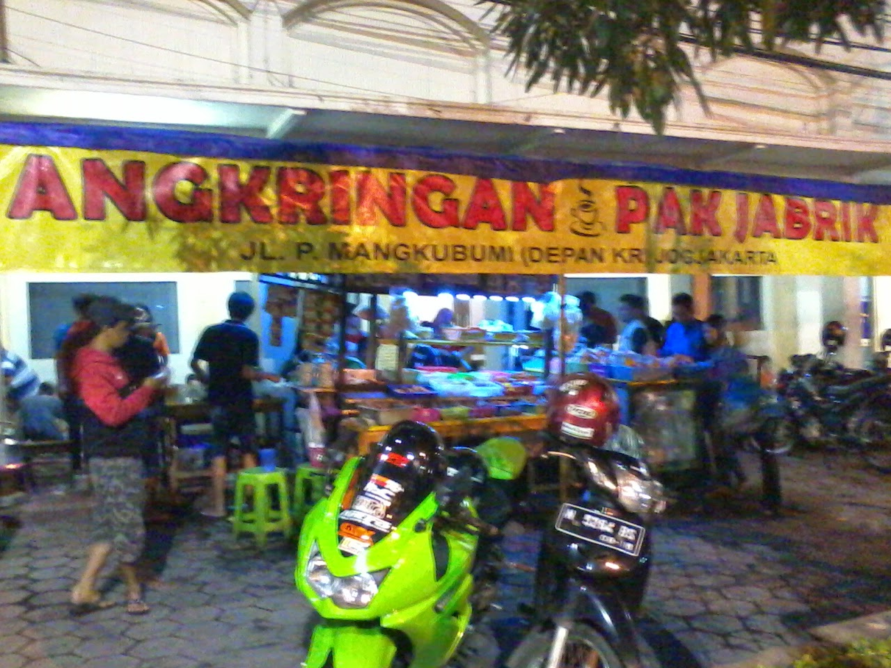 Angkringan Pak Jabrik dekat Tugu Jogja