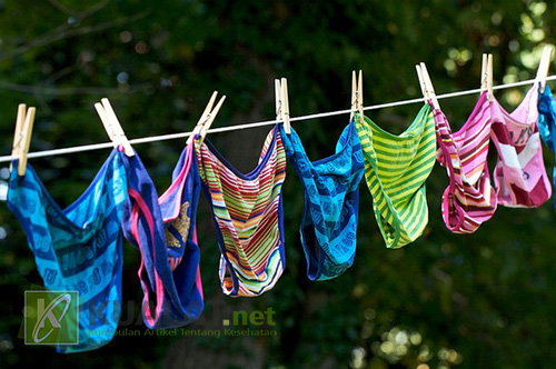 Apakah Anda Sudah Melakukan Ini Saat Mencuci Pakaian Dalam
