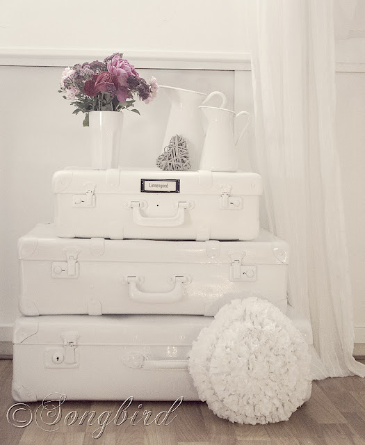 How to paint vintage suitcases via http://www.songbirdblog.com