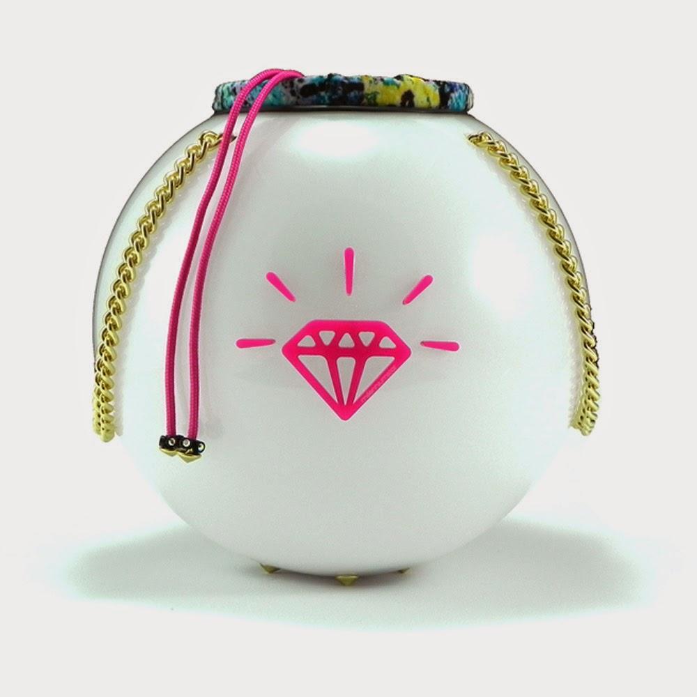 http://www.millenniumstar.it/new-moon-bag/1199-moon-bag-subbotin-borsa-da-donna-in-plexiglass-e-lycra-con-luce-touch.html