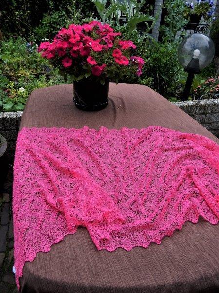 TE KOOP: Fuchsia roze Haapsalu sjaal