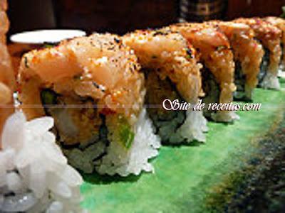 Sushi uramaki com cheddar