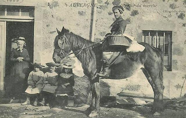 CPA paysannes,cheval