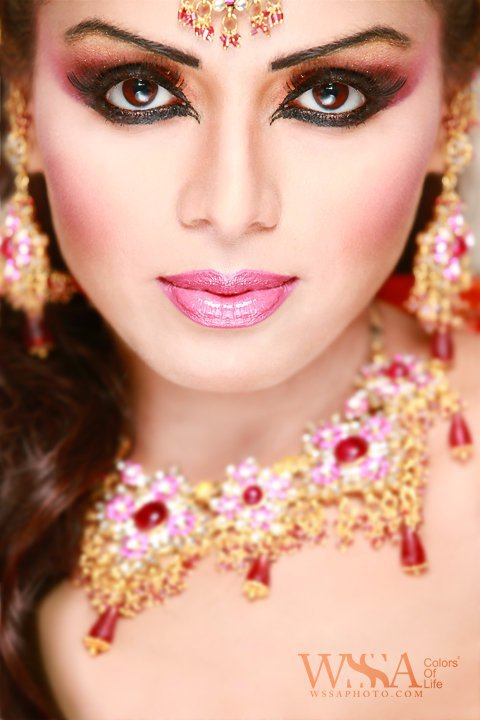 Pictures Of How To Do Bridal Makeup : Pakistani Bridal Makeup Collection 2011-12 New Bridal ...