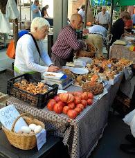 Un matrimoni de Prats te parada fixa al mercat de Granollers