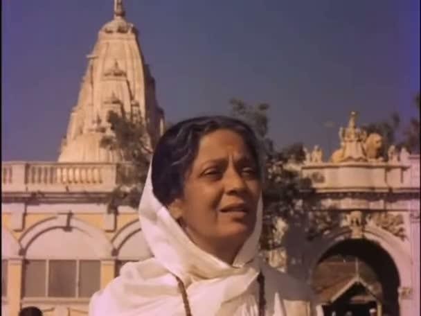 Watch Online Full Hindi Movie Guide 1965 300MB Short Size On Putlocker Blu Ray Rip