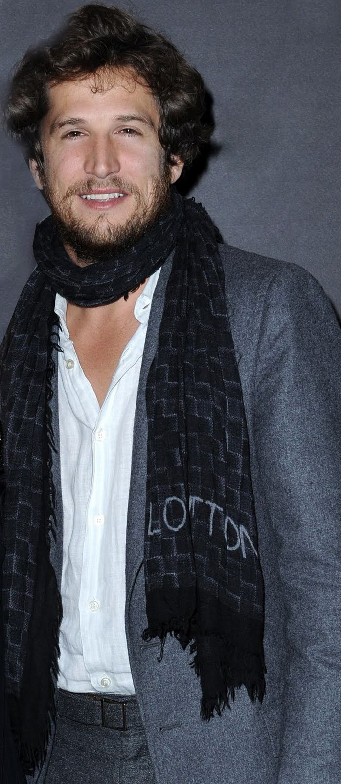 Men wear scarves Men Wearing Scarves Paris