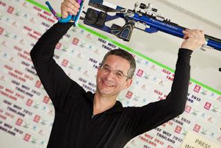 Rajmond Debevec, da Eslovénia: Medalha de ouro na Carabina Deitado da Copa do Mundo ISSF de Carabina e Pistola
