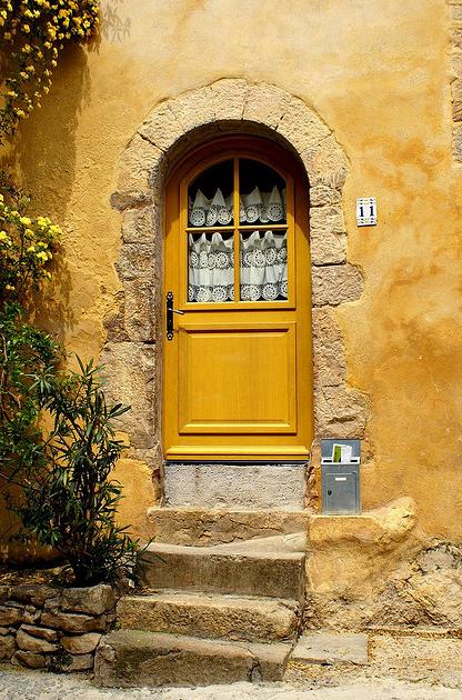 Decoritzion un popurr encantadoramente amarillo a for Casa amarilla musica
