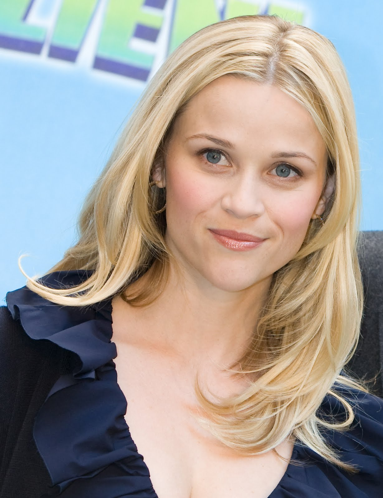 Cool Celebrity Hairstyle For Round Face Shaped  Womens