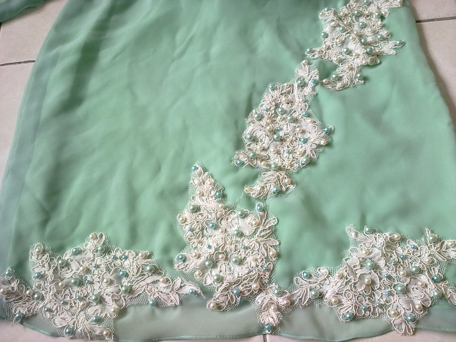 ... lace...baru cantik...lace ni lia bagi na tinggal tampal jer tambah