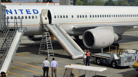 Kathryn 39 s report jet s emergency chute accidentally for Door 00 seatac airport