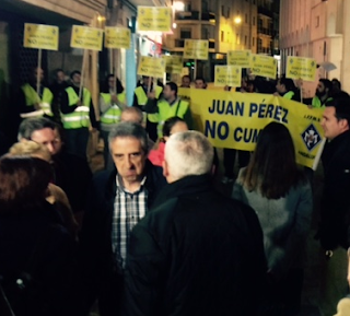 http://usolucenapolicia.blogspot.com.es/2015/04/exito-de-publico-en-mitin-psoe.html