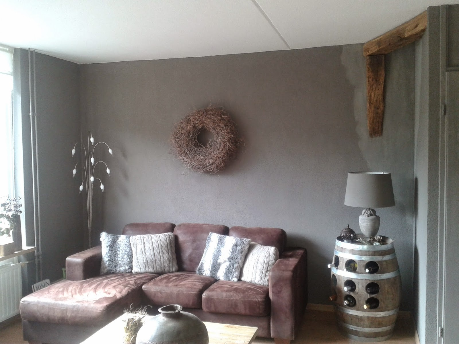 Wonen in je eigen stijl van granol muur naar krijtverf muur - Kleur die past bij de grijze ...