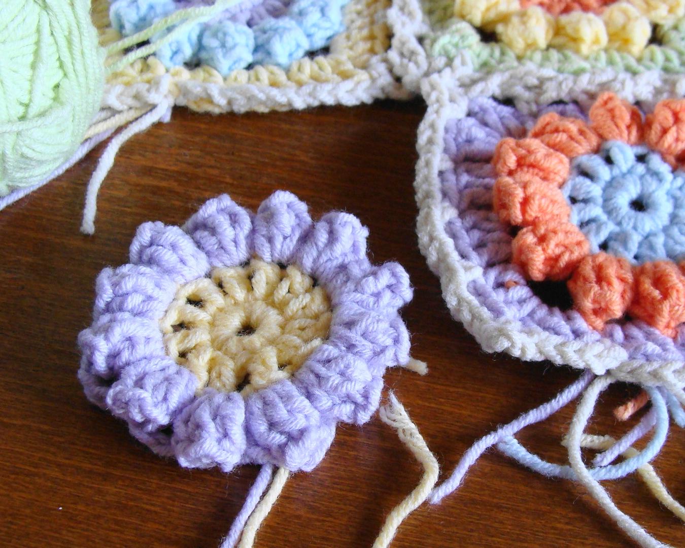Granny Square Knitting Pattern : Knitting meeting granny flower square free pattern