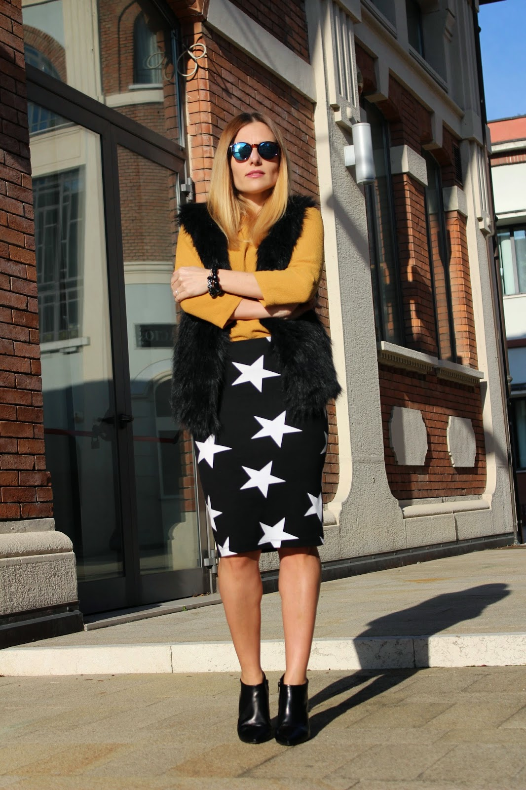 Eniwhere Fashion - Pencil skirt - Faux fur gilet