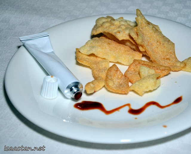 Chips with the accompanying sauce