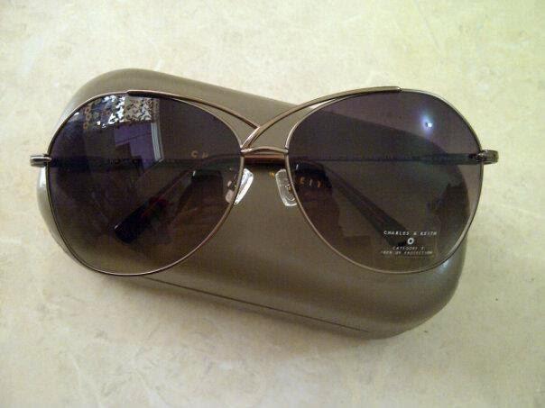 Model kacamata charles and keith cat eye hitam keren