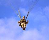 http://www.fach.cl/noticias/2015/marzo/03_paracaidismo/03_paracaidismo.html#Fach[galeria2]/1/