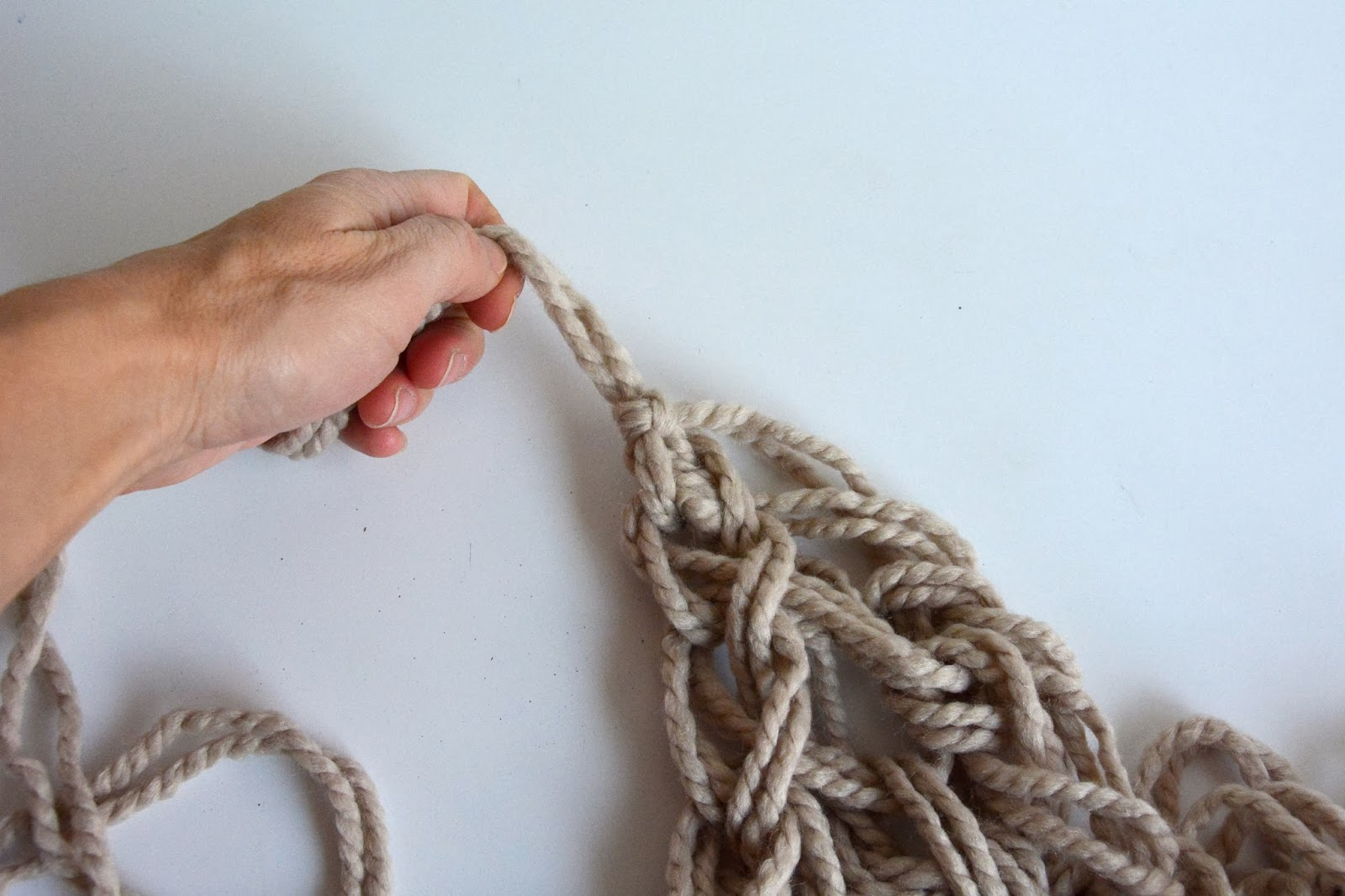 Arm Knitting Step By Step Tutorial : Aesthetic nest knitting arm knit infinity cowl tutorial