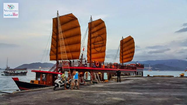 Thưởng ngoạn Vịnh Nha Trang trên du thuyền Emperor