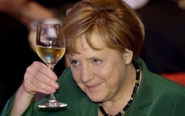 """Α. Μέρκελ στην Le Monde: """"Eάν η Ελλάδα θα έπρεπε να φύγει από τη ζώνη του ευρώ θα έπρεπε όλοι μας να εγκαταλείψουμε [την ΟΝΕ] σε μεταγενέστερο χρόνο"""" - Γιατί η ιστορία πάντα επαναλαμβάνεται σαν φάρσα..."""
