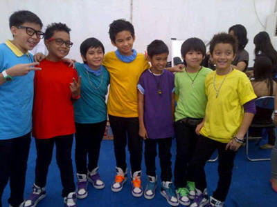 Foto Super 7 http://mp3indodownload.blogspot.com/2012/03/lirik-lagu-super-seven-sahabatku-foto.html