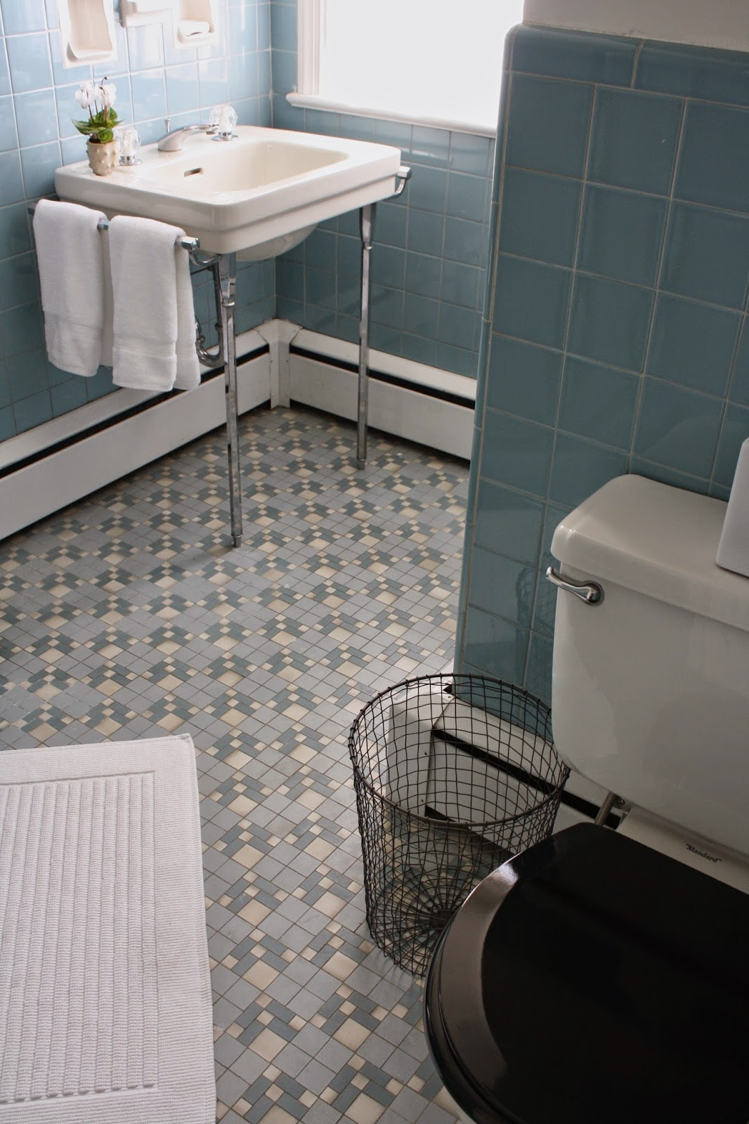 Vintage blue tile bathroom via Meet Me in Philadelphia