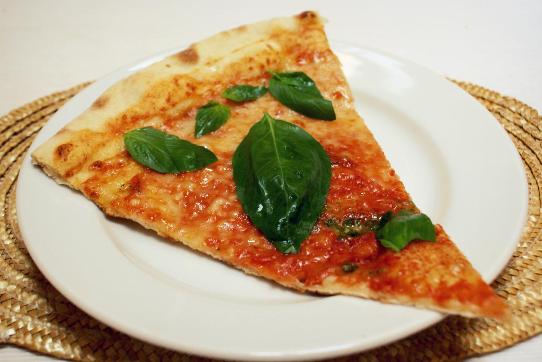 Pizza Borsalino - Margherita a Bazalka z Tesca