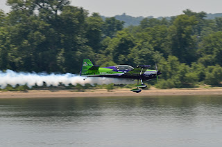 picture of Gary Ward Aerobatics show at the Evansville Freedom Festival flying just above the river