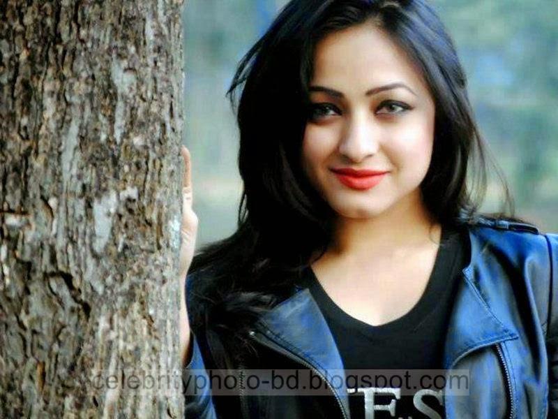 Sumaiya+Jafar+Suzena's+New+HD+Photos+In+Skirt+and+Jeans Tops+Dress013