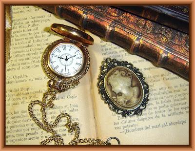 reloj antiguo y camafeo